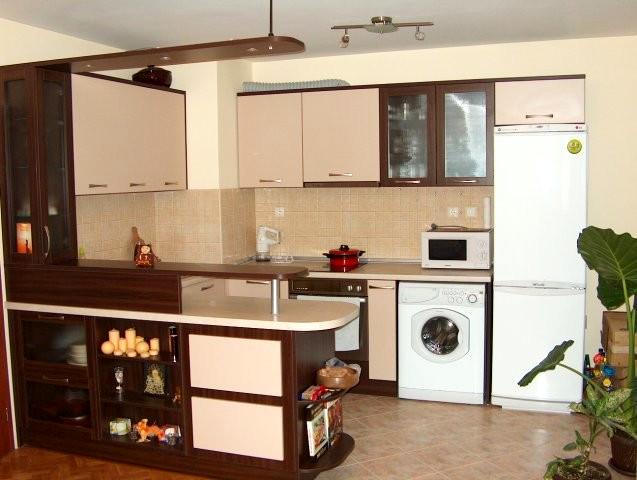 Кухненско обзавеждане - Орех Дижон и пясъчно бежово