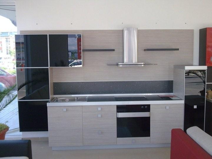 Кухненско обзавеждане - Дъб ферара и черен лакобел