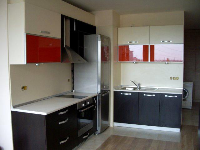 Кухненско обзавеждане - Венге, крем и червен лакобел